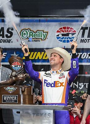 NASCAR SUPERSTAR CHASE ELLIOTT WINS AT DOVER  8X10 PHOTO W//BORDERS
