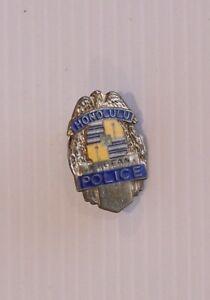 VINTAGE-HONOLULU-POLICE-HAWAII-USA-METAL-BADGE-LAPEL-COAT-HAT-BROOCH-TIE-PIN