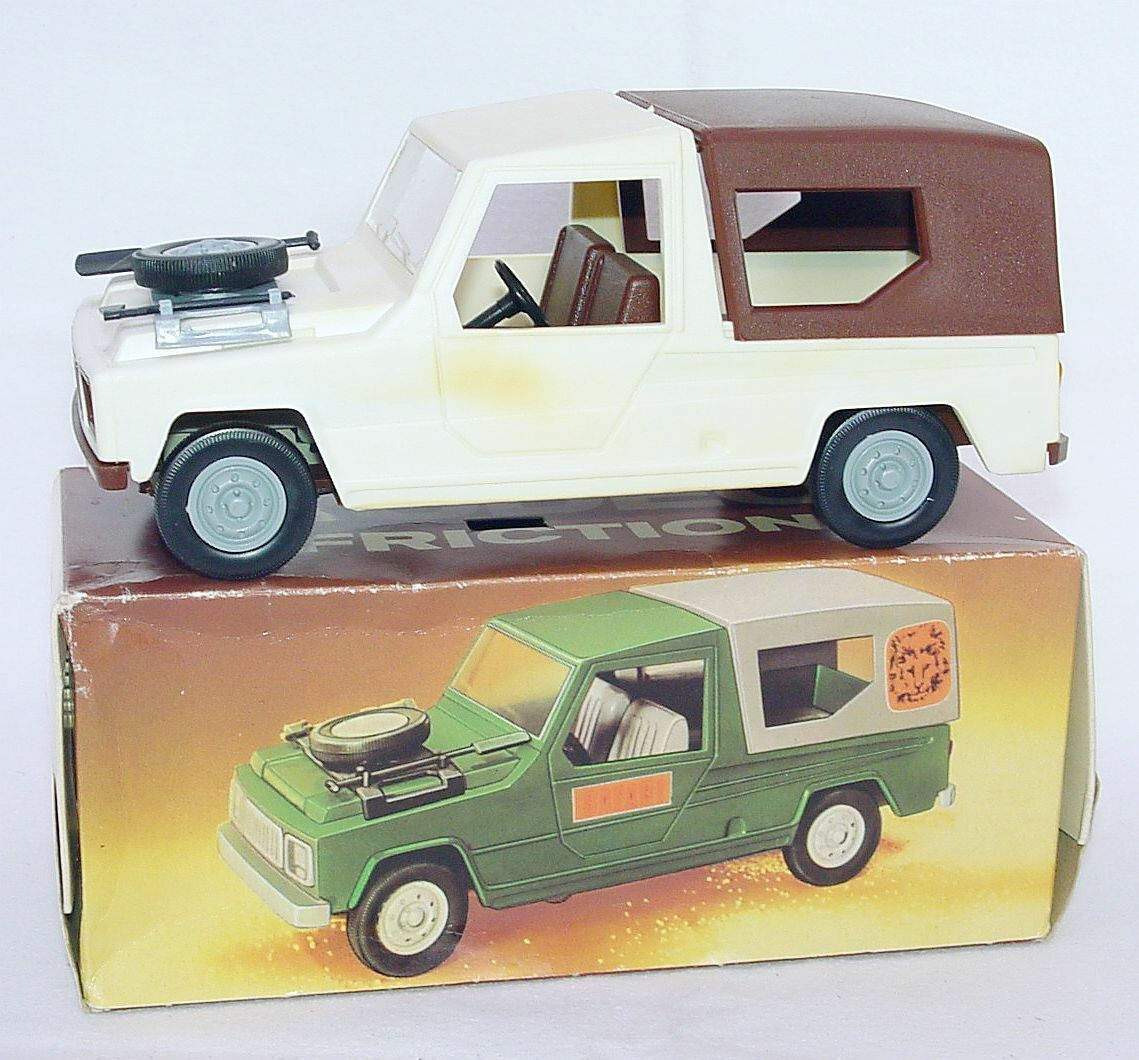 VEB Piko Anker Spielzeug 1 20 RENAULT RODEO 4x4 Off Road Vehicle Plastic Car MIB