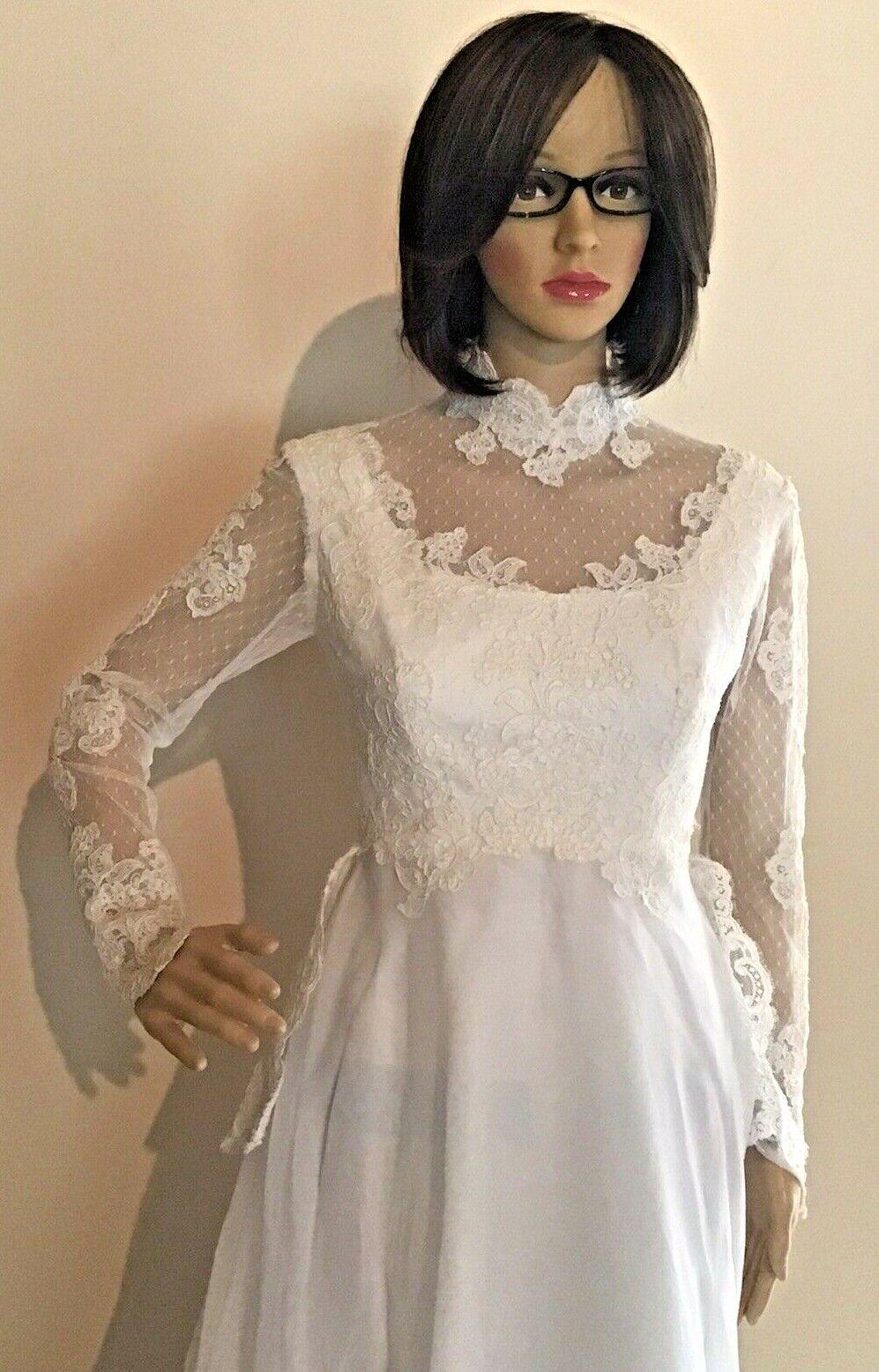 White Wedding Dress~ Lots of lace~Fitted Waistline~Long sleeve~Peplum~Train EUC