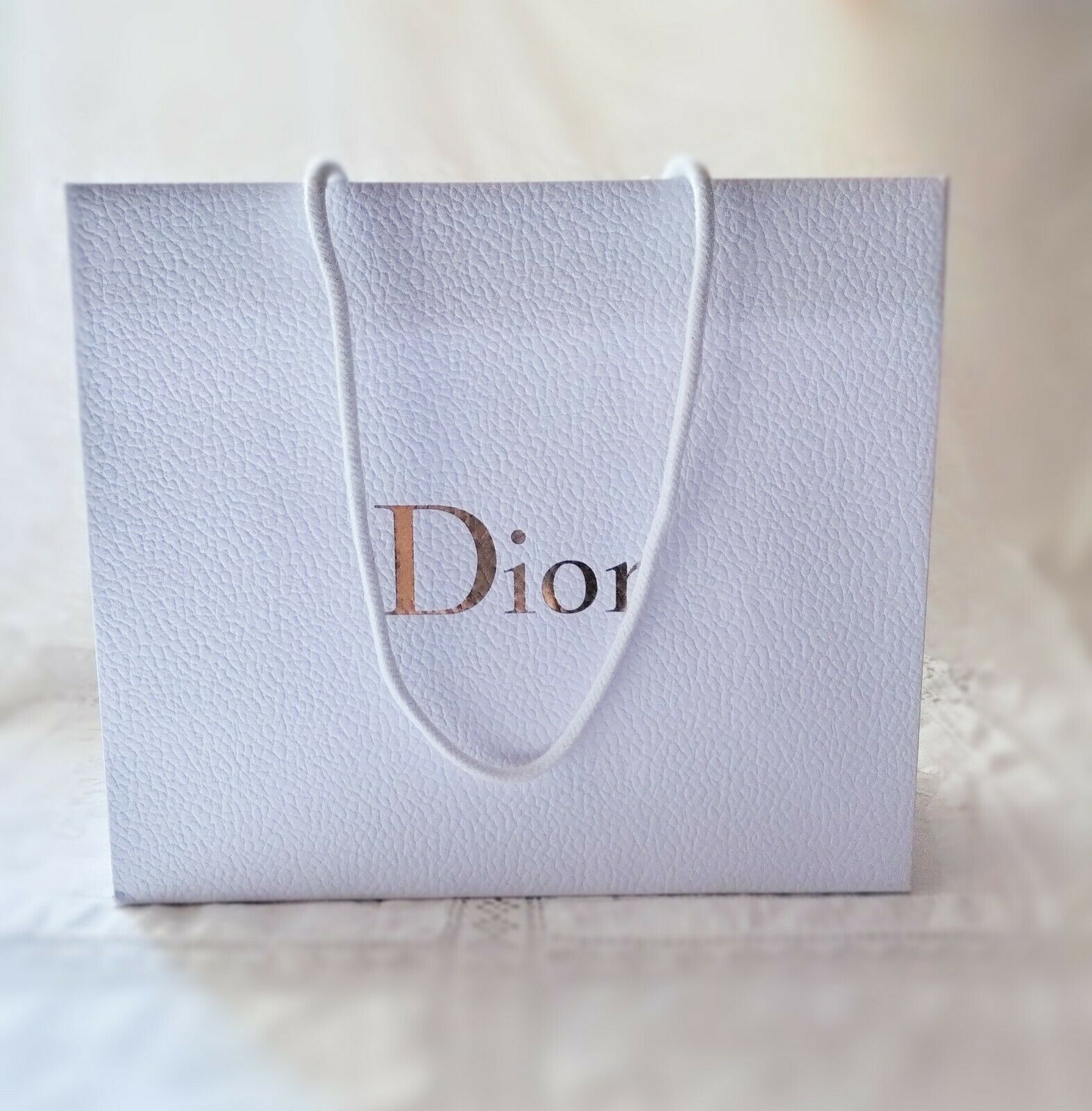 1 X Bolsa De Regalo Nuevo De Christian Dior Blanco y Dorado 27cm X 23cm