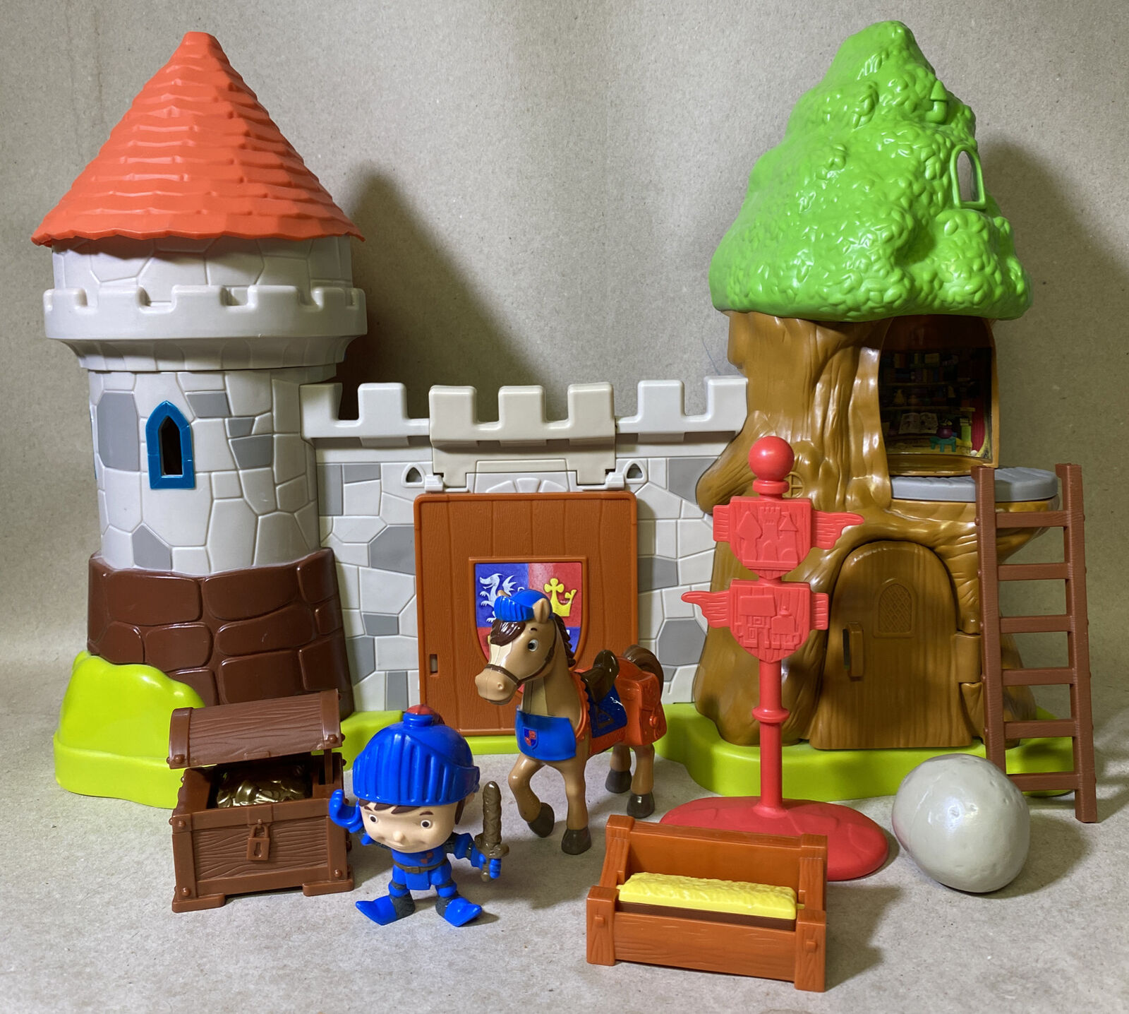 Details about  /Mike The Knight Deluxe Glendragon Playset Play Set Rare Toy NEW