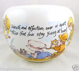 Strawberry-Shortcake-McCoy-Pottery-USA-White-Matte-Art-Florentine