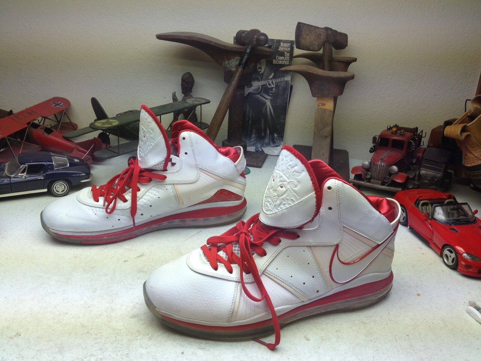 Nike LeBron James Basketball Blanco Rojo Leather Lace Up Athletic Basketball James Zapatillas 13W b0a11b