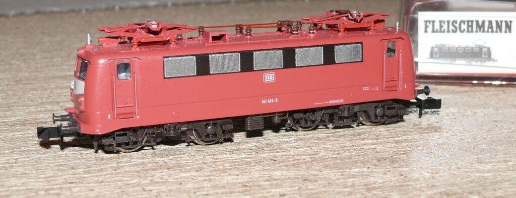 S22 Fleischmann 7327 e Lok BR 141 delle DB orientrot Spur N