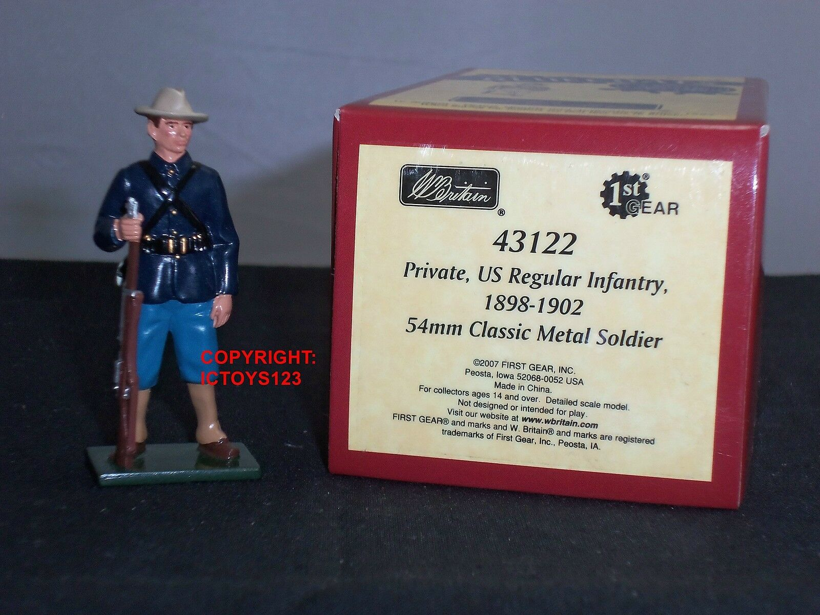 BRITAINS 43122 blueECOATS US REGULAR INFANTRY PRIVATE 1898-1902 METAL TOY SOLDIER