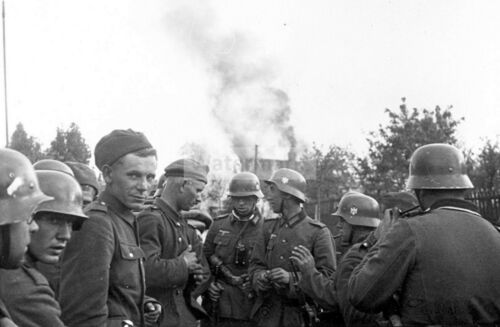 WWII photo German soldiers on the background of a burning house in Poland 772