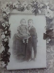 Geschwisterportrait-Bruder-mit-kleiner-Schwester-Foto-Fotographie-Dempzok