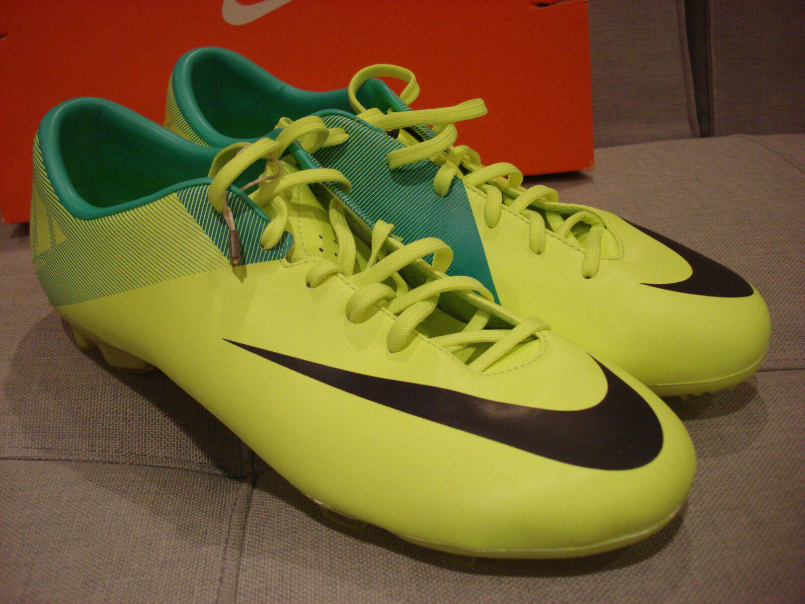 NIKE MERCURIAL MIRACLE II FG SOCCER FOOTBALL SIZE 11 VOLT SHOES - BRAND NEW