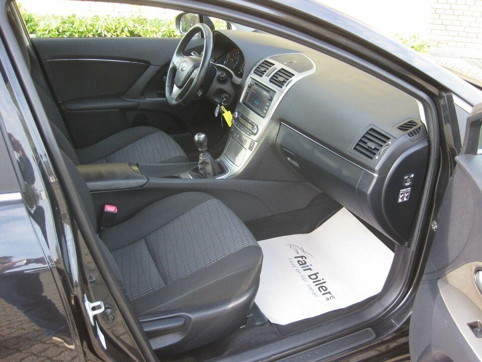 Toyota Avensis 1,8 VVT-i TX Benzin modelår 2012 km 121000