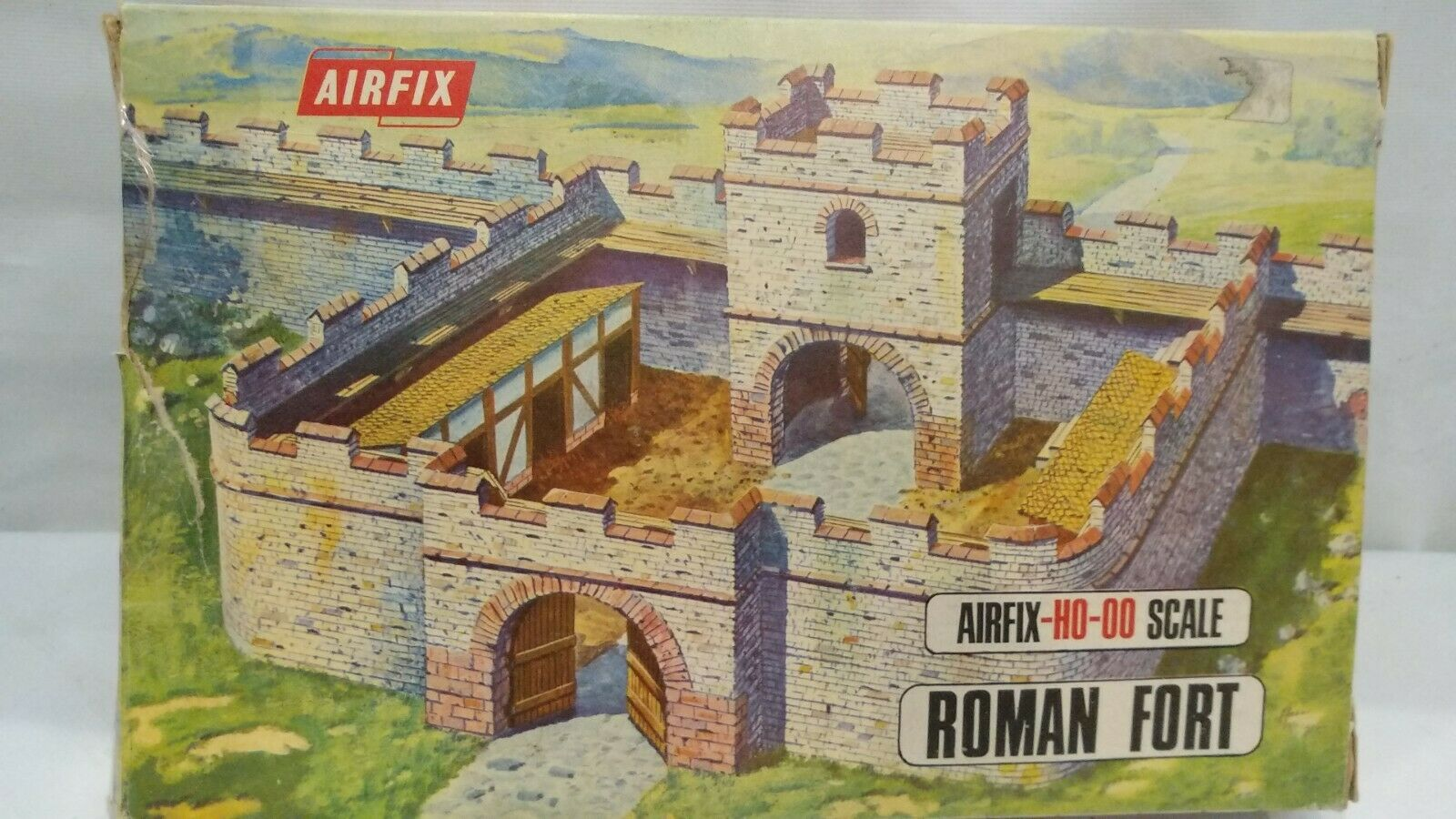 Vintage AIRFIX Roman Fort HO 00 Scale 1706 Model Kit Diorama School Project