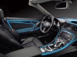 Atmosfera piacevole nell auto con l illuminazione vano piedi a led