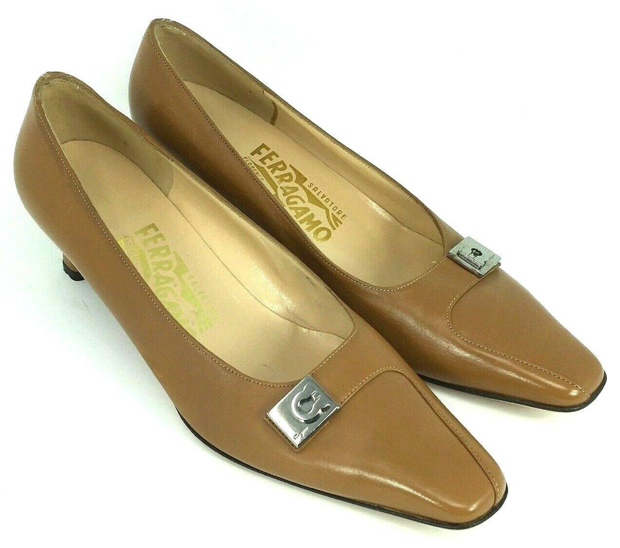 Salvatore  Ferragamo Dimensione femminile 6.5 Marronee Tan Kitten Heel scarpe Pump Italia  basso prezzo del 40%