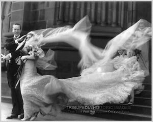 Vintage-1935-Photo-BEAUTIFUL-BRIDE-WIND-BLOWN-WEDDING-DRESS-Artistic-Photo-8x10