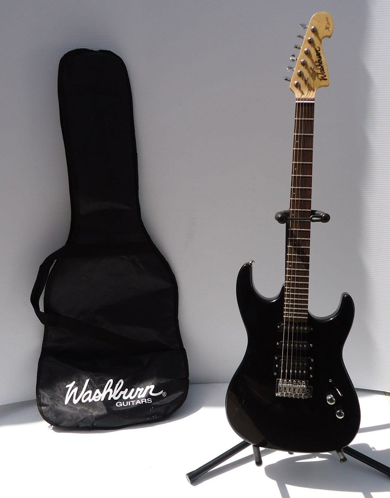 Electric Guitar Washburn X-Series  schwarz with stand