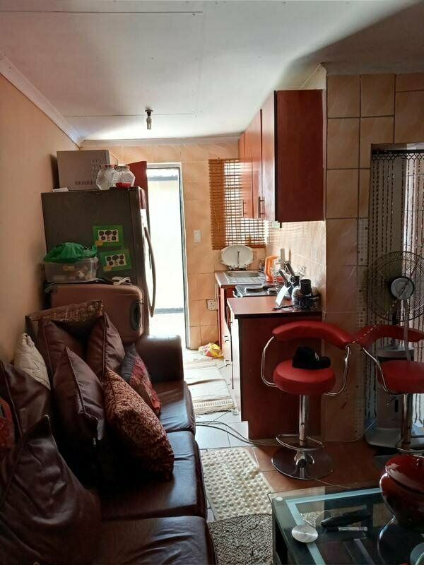 2 bedroom house for sale in tembisa exubeni for R600000 with 4 outside rooms call now