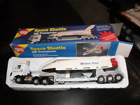 Rare Vintage Good Play Quelle Germany Space Shuttle Mit Transporter Battery Op