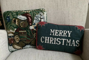 Vintage-Holiday-Decorative-Pillows-Lot-2-Tapestry-Teddy-Bear-Merry-Christmas