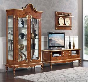 Sala soggiorno stile classico Art Decò vetrine porta tv argentiera ...