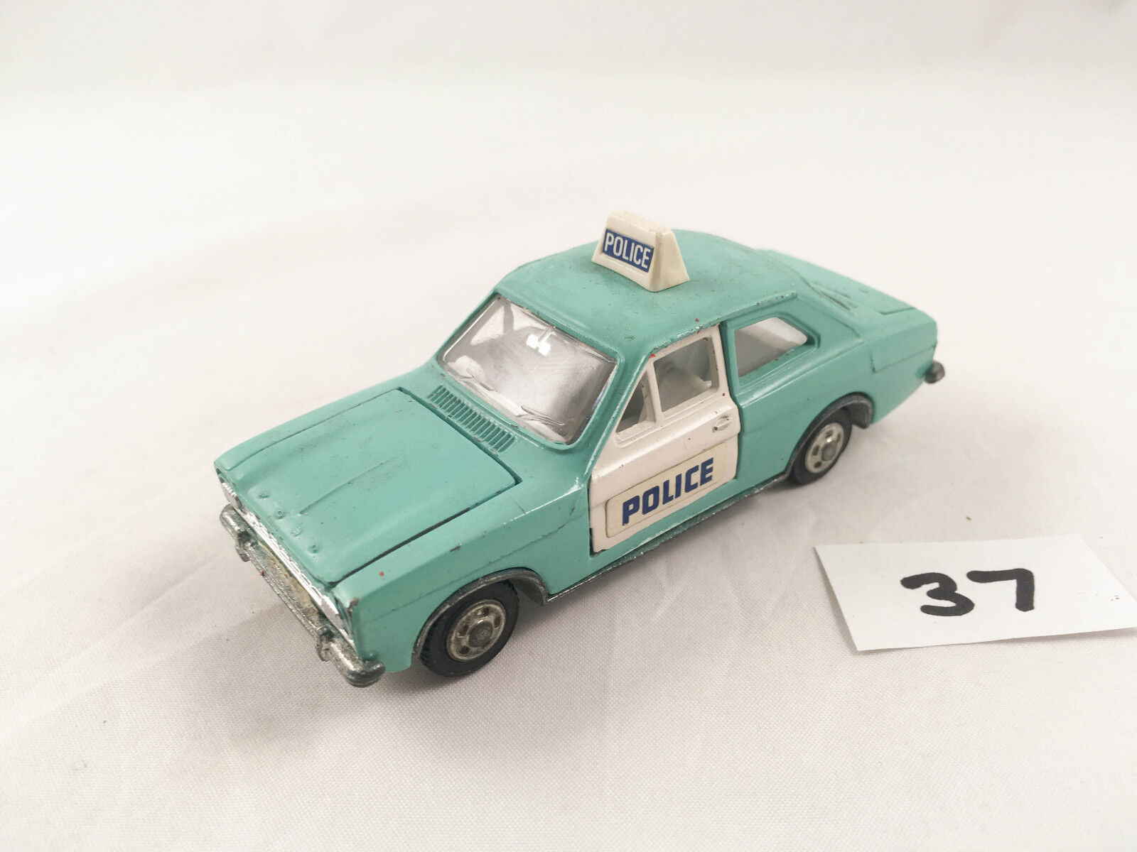 STUNNING EARLY ISSUE VINTAGE DINKY FORD ESCORT PANDA POLICE CAR DIECAST