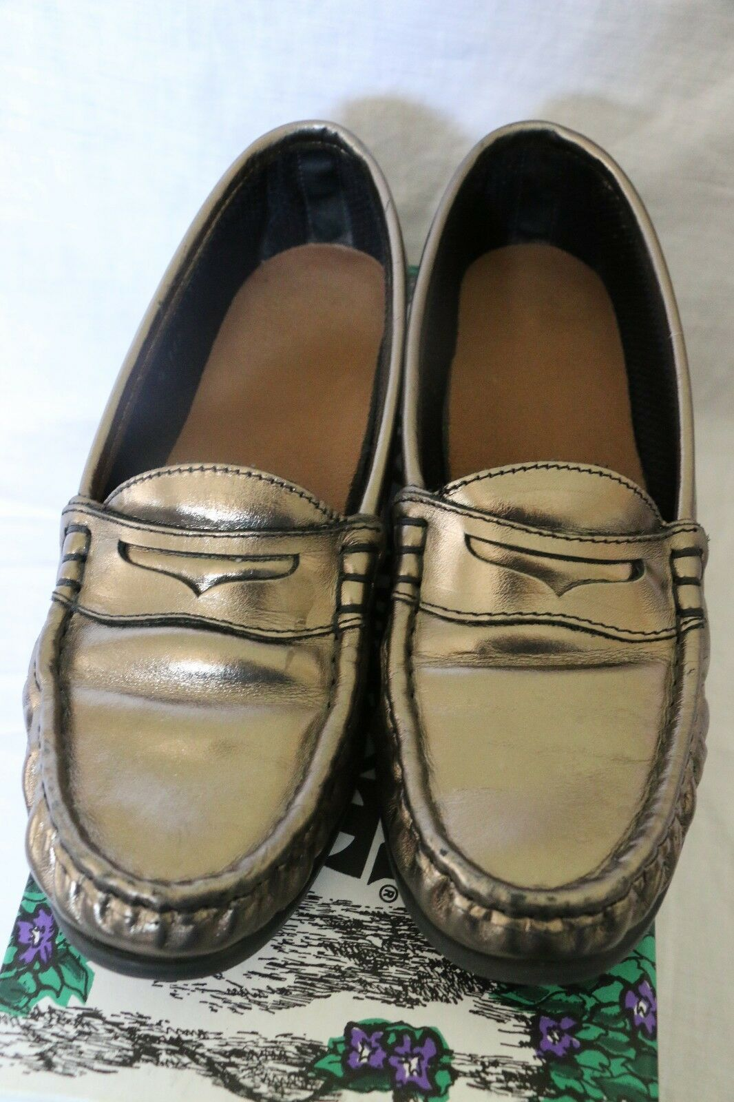 Women's Southern Comfort Metallic Loafers shoes- Size 7-1 2 M - Pewter