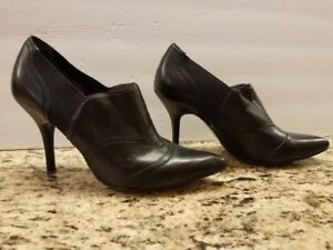 NINE-West-Leather-BLACK-ANKLE-BOOTS-Shoe-Booties-10M-High-Heels