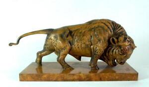 traumhaft-geschnitzter-Bulle-Bison-43cm