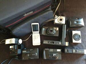 Sac-appareil-photo-et-une-collection-de-film-35-mm-cameras-Appareil-photo-numerique-flash