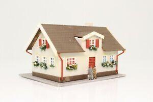 Spur-N-Wohnhaus-Einfamilienhaus-mit-Figuren-sehr-schoen-fertig-aufgebaut