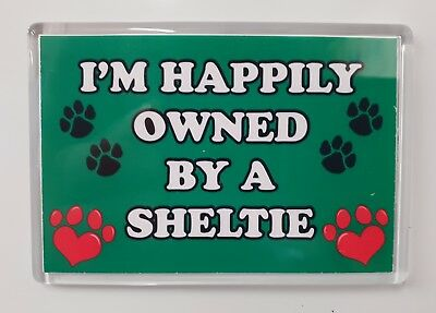 I/'M HAPPILY OWNED BY A ROTTWEILER Novelty//Fun Fridge Magnet Gift//Present