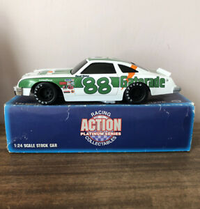 New-1995-Action-1-24-Diecast-NASCAR-Darrell-Waltrip-Gatorade-1977-Oldsmobile-88