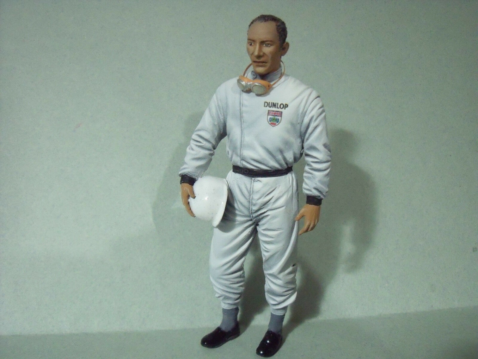 STIRLING  MOSS MOSS MOSS  1 18  UNPAINTED  FIGURE  MADE  BY  VROOM  FOR  MERCEDES  SLR f7b5e5