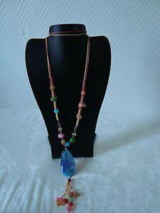Collier-fantaisie-fil-et-perles-multicolores
