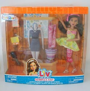 Liv-Doll-Alexis-Fashion-Shop-Display-Toy-Set-Toys-R-Us-Schools-Out-Mannequin