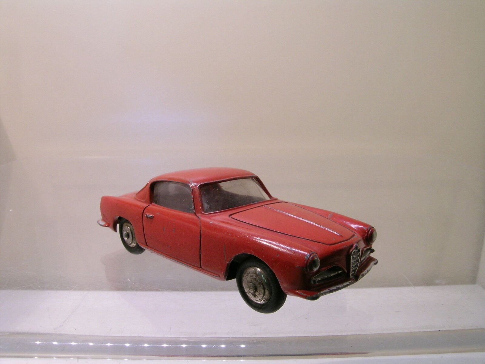 DINKY TOYS FRANCE 24J ALFA ROMEO 1900 SS COUPE RED SCALE 1 43
