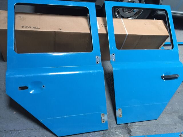 Land Rover Defender Doors & Defender SW collection on eBay!