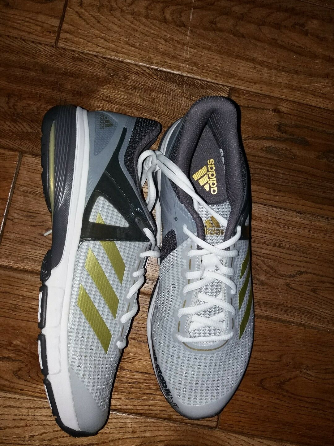 adidas INDOOR court stabil IDEAL FOR INDOOR adidas SPORTS  chaussures 8.5 EU 42 & 2/3   bnwt 620d7a