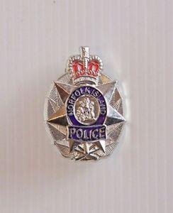 VINTAGE-NORFOLK-ISLAND-POLICE-AUSTRALIA-METAL-ENAMEL-BADGE-COAT-LAPEL-BROOCH-PIN