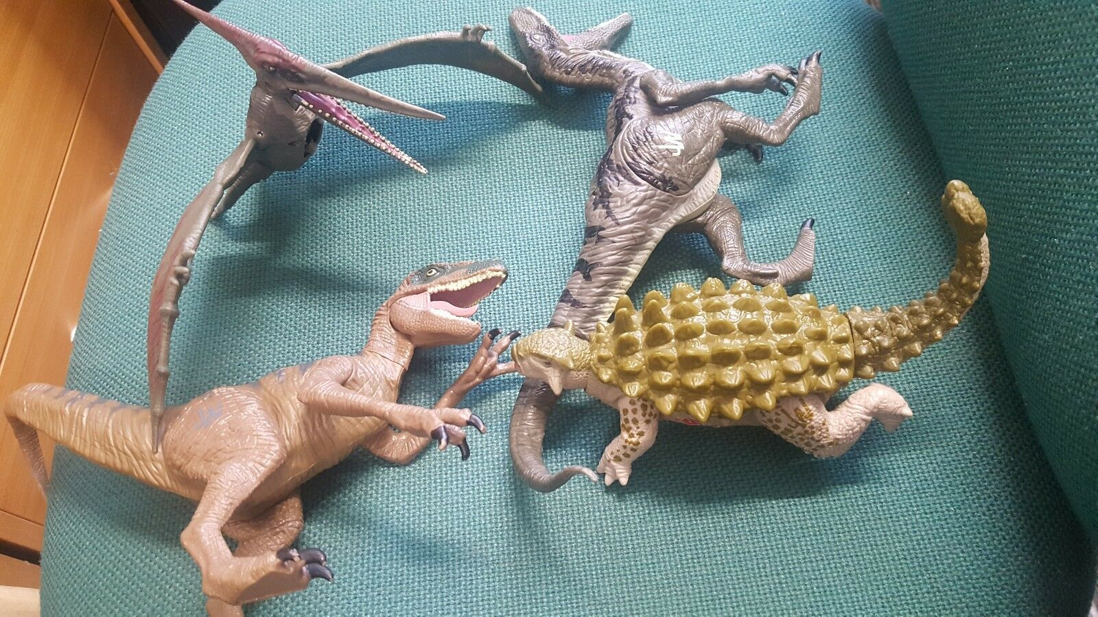 Hasbro Jurassic World Collection Dinosaur Pteranodon Battle Wound Action Figures
