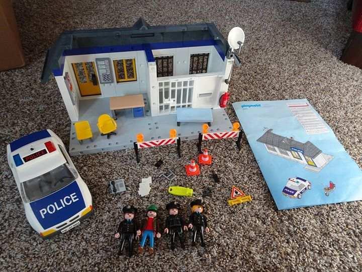 PLAYMOBIL POLICE STATION W ACC