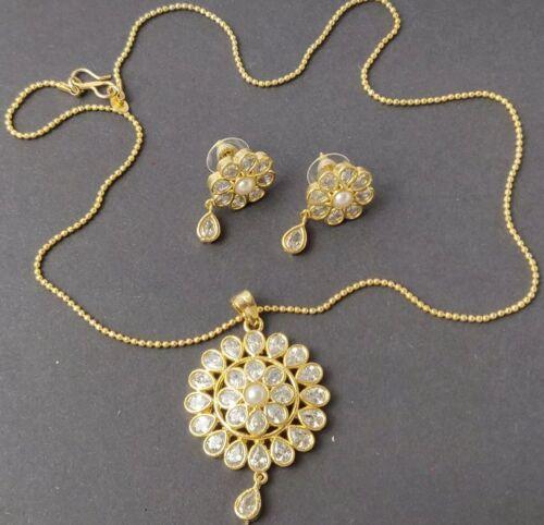 BRAND NEW GORGEOUS ZIRCONIA AMERICAN DIAMOND PENDANT SET WITH CHAIN