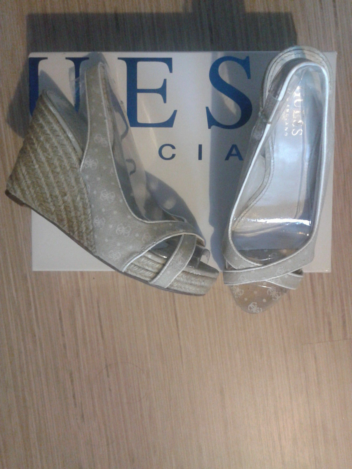 zapatos d'ete sandales Guess Pointure 35
