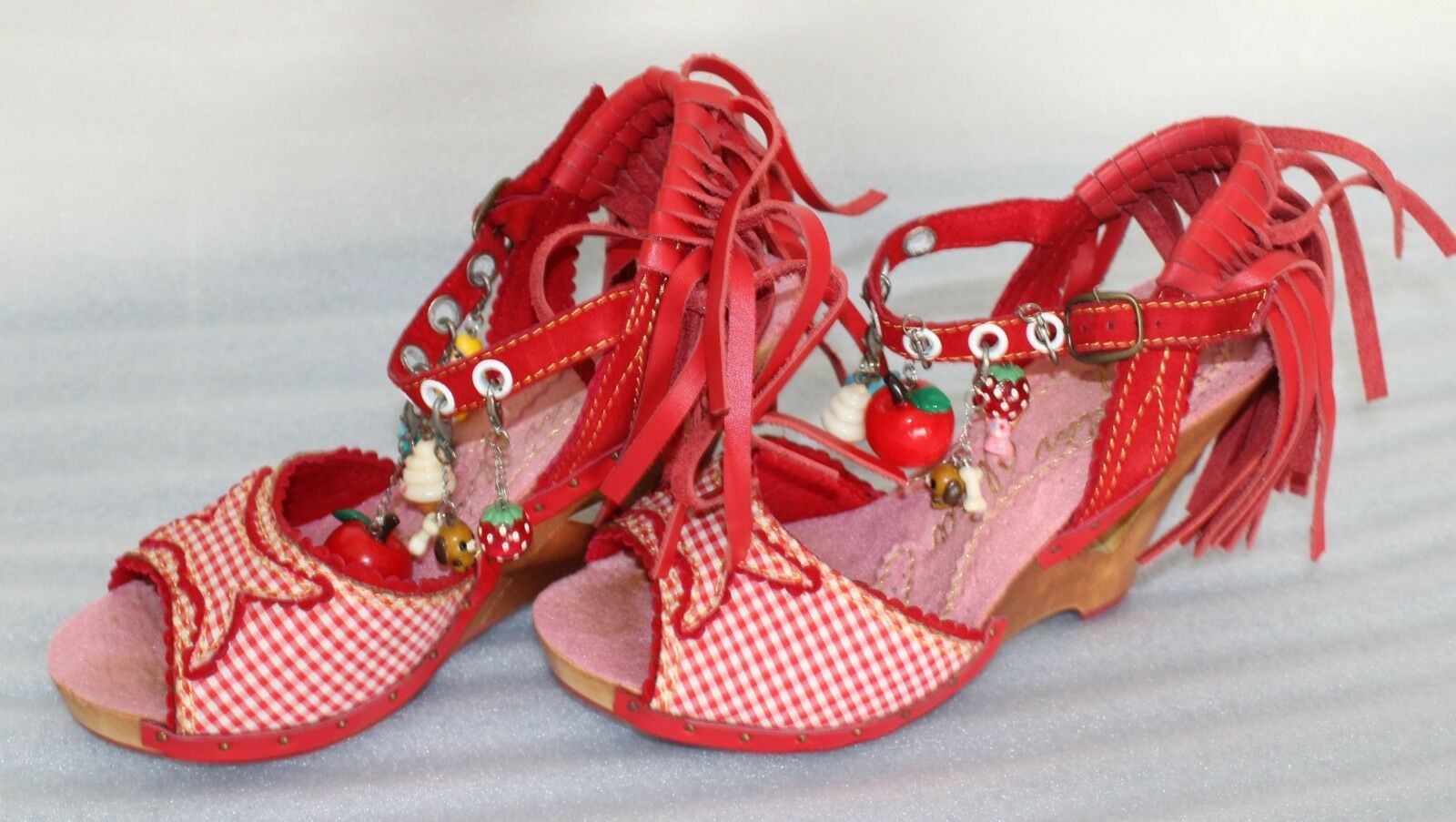 Irregular Choice Design Asylum Country Girl rot Gingham Charms Charms Charms Heel schuhe Größe 7 b409ca