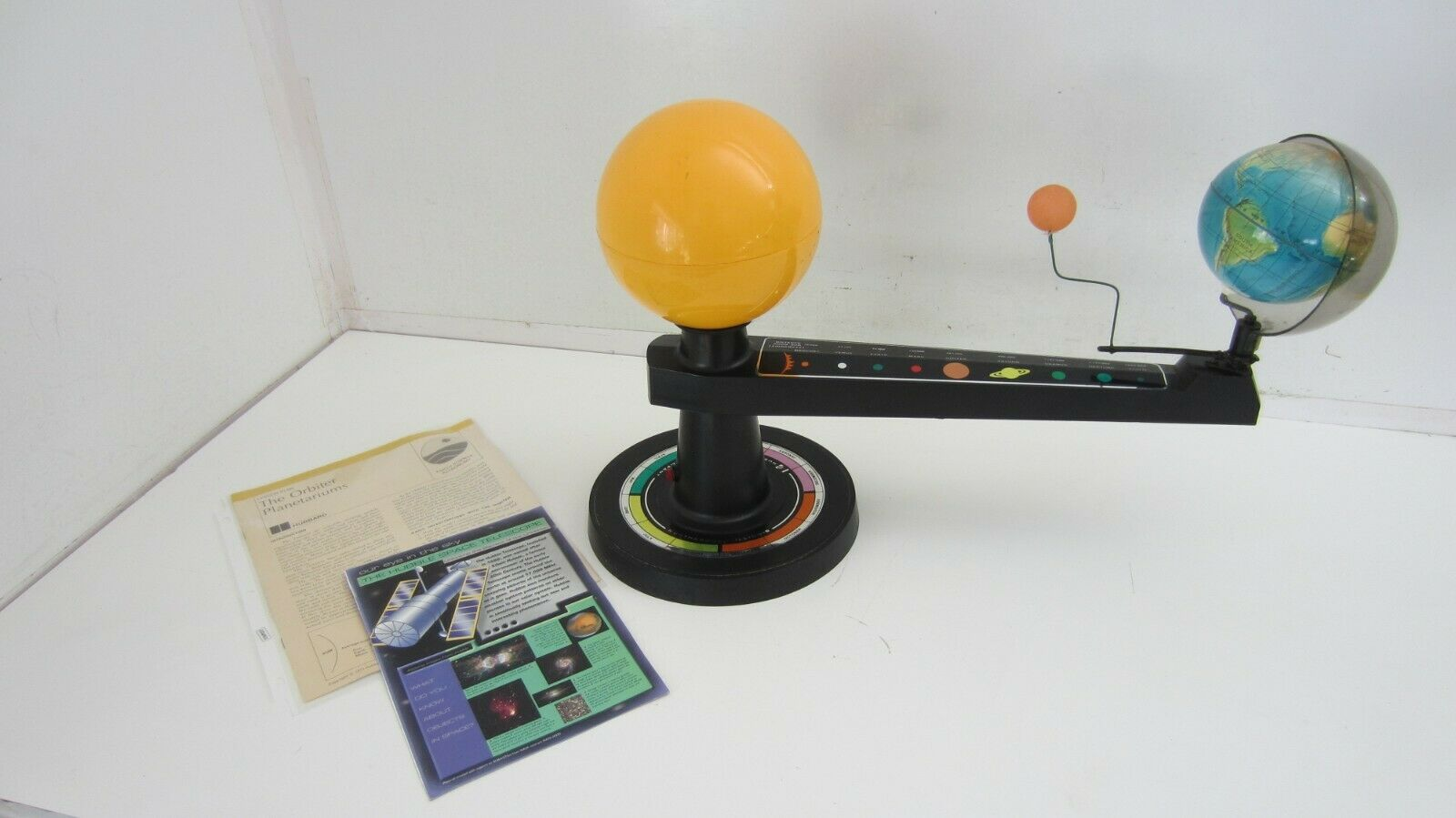 HUBBARD ILLUMINATED SCIENTIFIC ORBITER SOLAR SYSTEM EDUCATIONAL modello