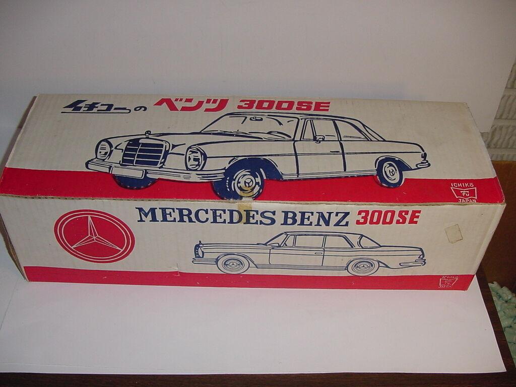 Vintage MERCEDES BENZ 300SE Pressed Steel car avec boite  PLUS DE 24 in (environ 60.96 cm) de long