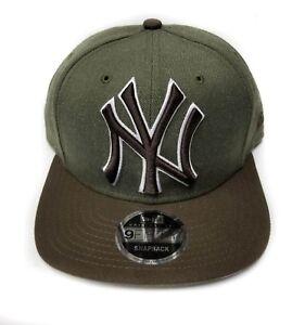 fb3ec89676571 New York Yankees New Era 9Fifty Black   White Logo Field Snapback ...