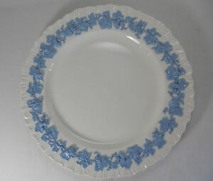 Wedgwood-Queensware-Lavender-on-Cream-Shell-Edge-Luncheon-Plate