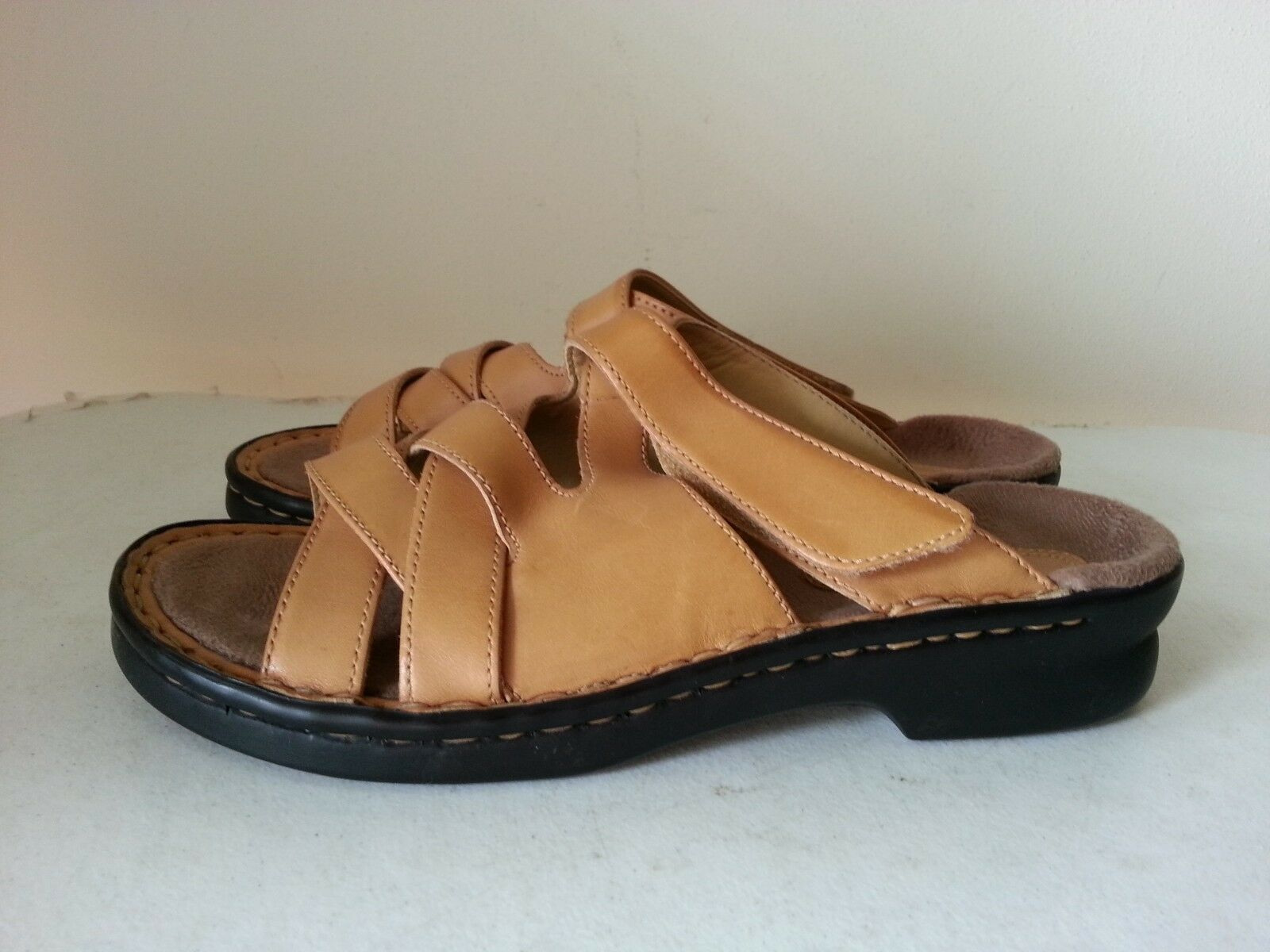 Clarks womens camel colored sandals - womens Clarks 7 M 6dc7dd
