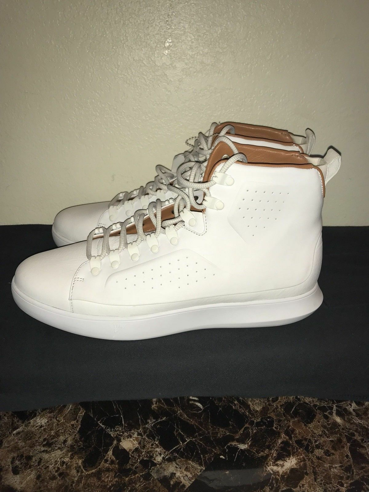 Under Armour hommes ´s Clasisic Leather Sneaker blanc/gum Dead Stock SIZE 11.5,NEW