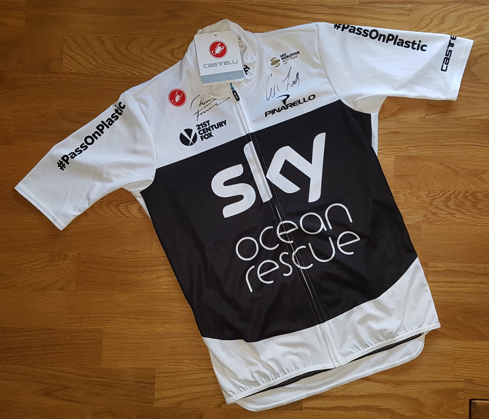 Team SKY 2018 TDF OCEAN RESCUE Jersey Autograped by Chris Froome+Geraint Thomas